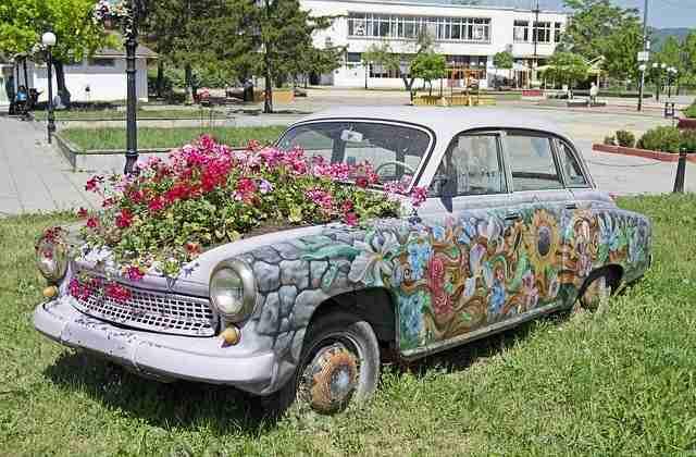 花壇やプランターの代わりになる廃車